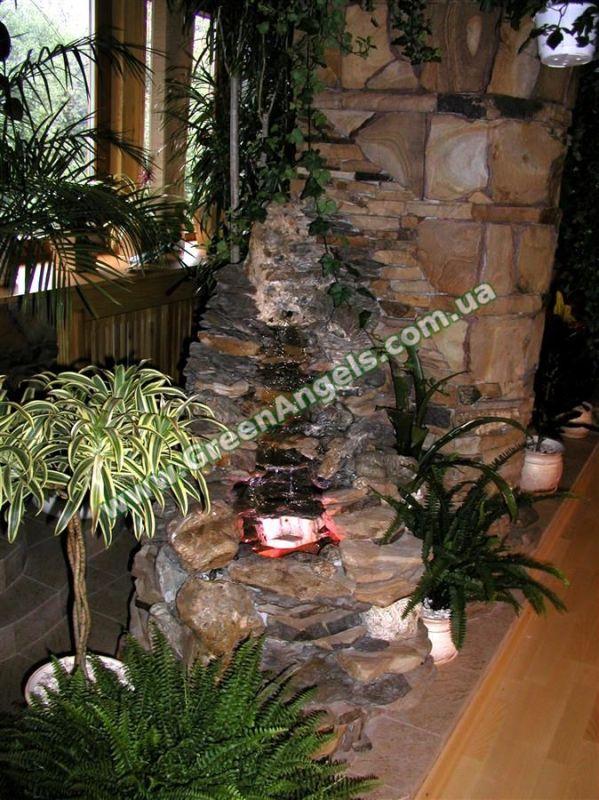 Фото декоративного водоема в зимнем саду