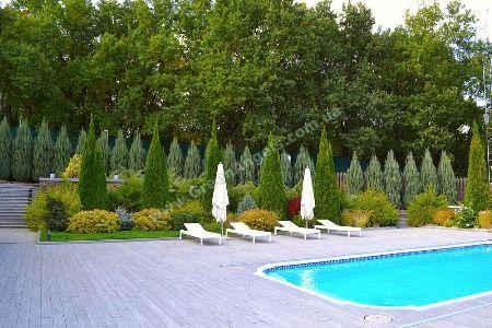 Фото зоны отдыха у бассейна